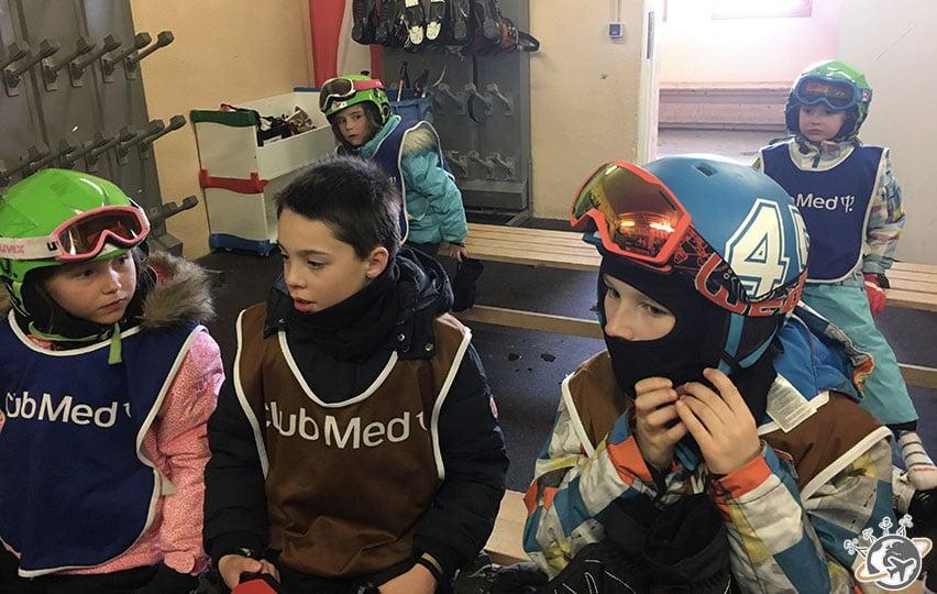 Théo au ski-room.