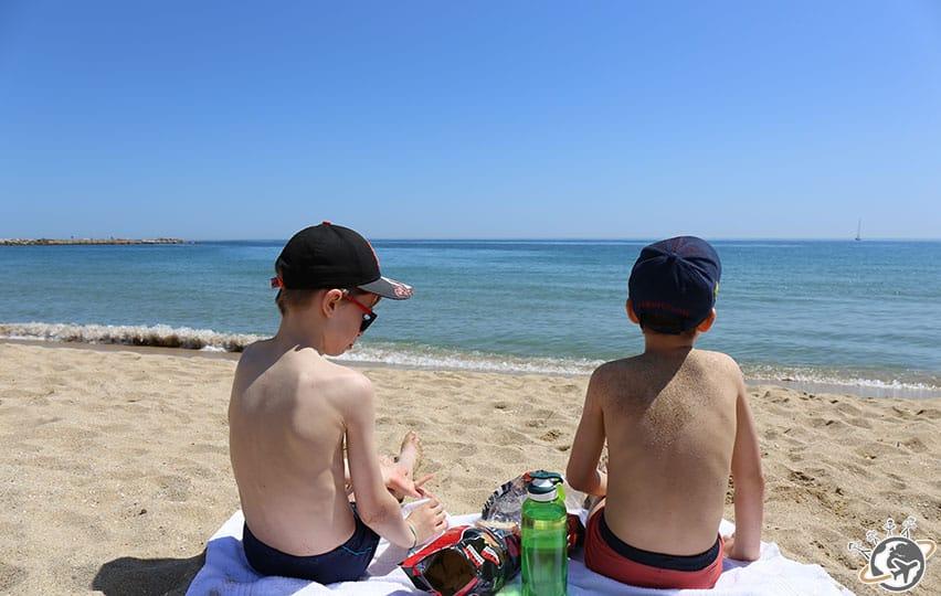 Sur la plage de Bogatell à Barcelone
