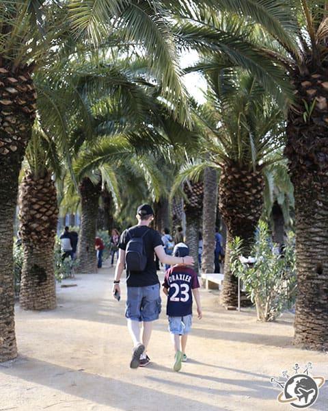 Népoux et Noé dans le parc Joan Miró à Barcelone