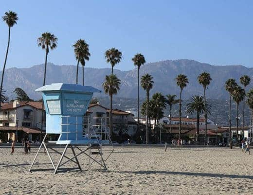 la cabane de sauveteur, la plage, les palmiers, les montagnes... welcome to Santa Barbara.