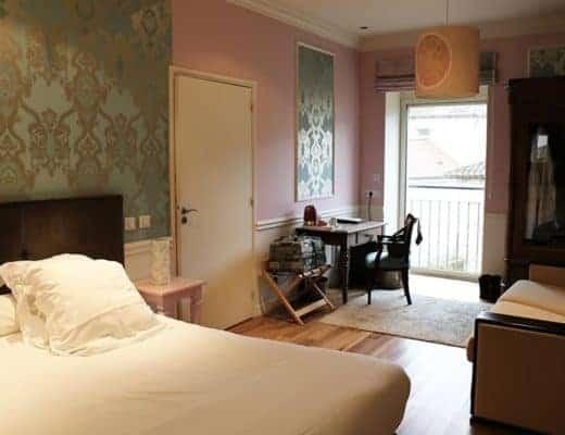 deuxième chambre, la rose cette fois, au Relais Montmartre, l'hôtel Spa Restaurant de Frédéric Carrion