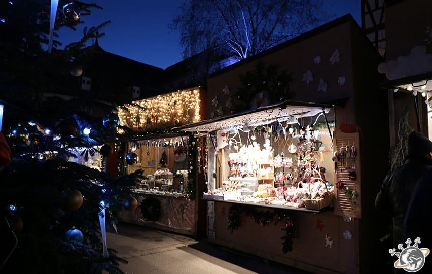 les chalets s'illuminent à Colmar