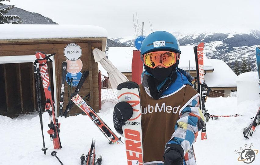 Théo part skier.