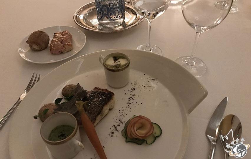 Le premier diner au restaurant du Relais de Montmartre de Frédéric Carrion