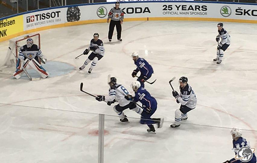 l'équipement des hockeyeurs est impressionnant