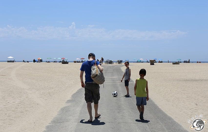 Arrivée sur la plage de Huntington Beach en Californie