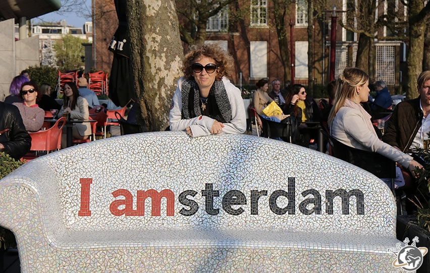 le banc Iamsterdam, devant le Rijksmuseum à Amsterdam