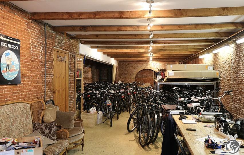 le local de Amsterdam Vélo avant d'embarquer sur l'éco-bateau.