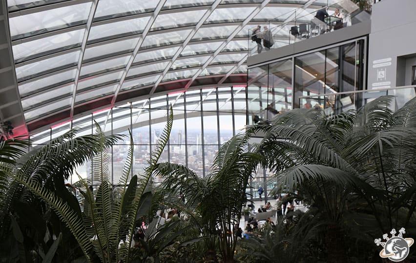Le jardin paysager au 35e étage du Sky Garden à Londres