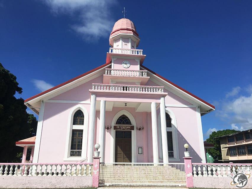 L'église rose à côté de Pointe Venus