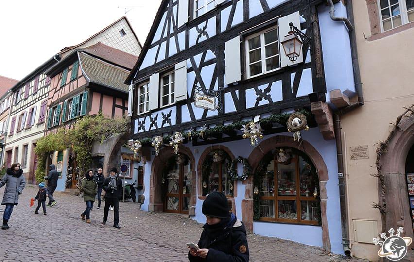 Les belles maisons à colombages colorées de Riquewihr en Alsace