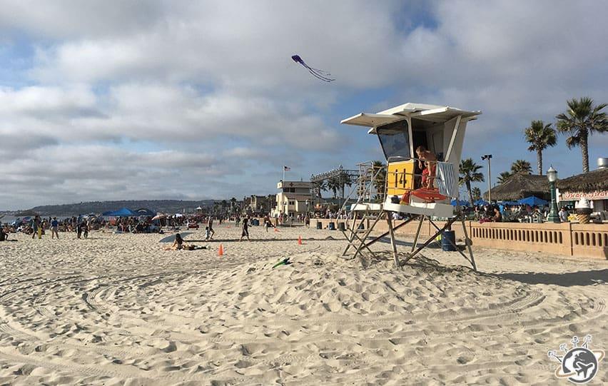 La cabane de sauveteurs à Mission Beach à San Diego