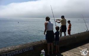 Les pêcheurs du stearns wharf de Santa Barbara en Californie