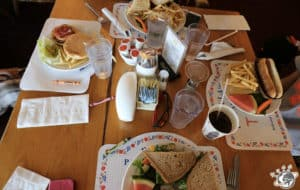 Les plats de notre déjeuner à Solvang dans le comté de Santa Barbara en Californie