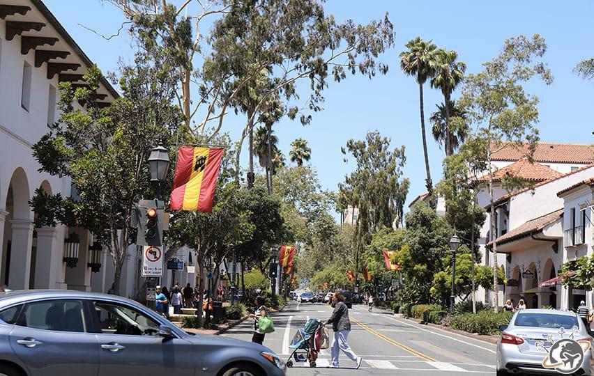 State Street ou les Champs Elysées de Santa Barbara en Californie
