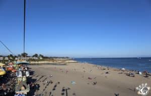La plage devant le Boardwalk de Santa Cruz en Californie