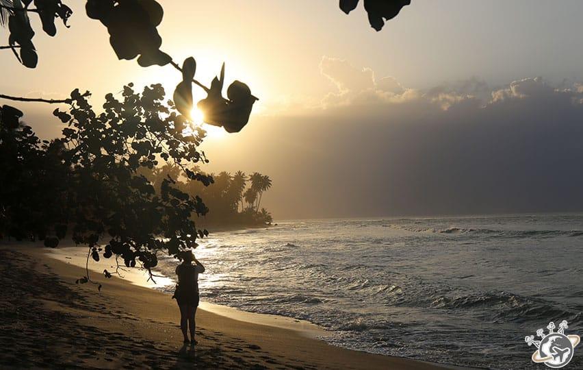le coucher du soleil sur la plage du Sublime Samana à Samana en République dominicaine