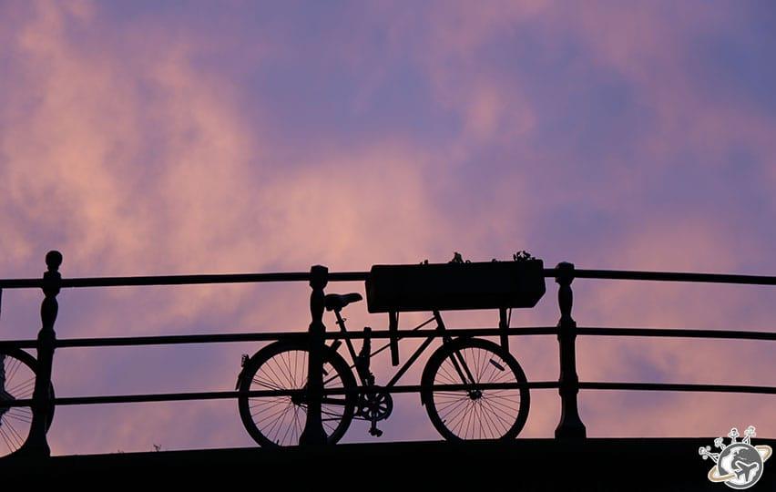 Les canaux d'Amsterdam au soleil couchant.Les canaux d'Amsterdam au soleil couchant.