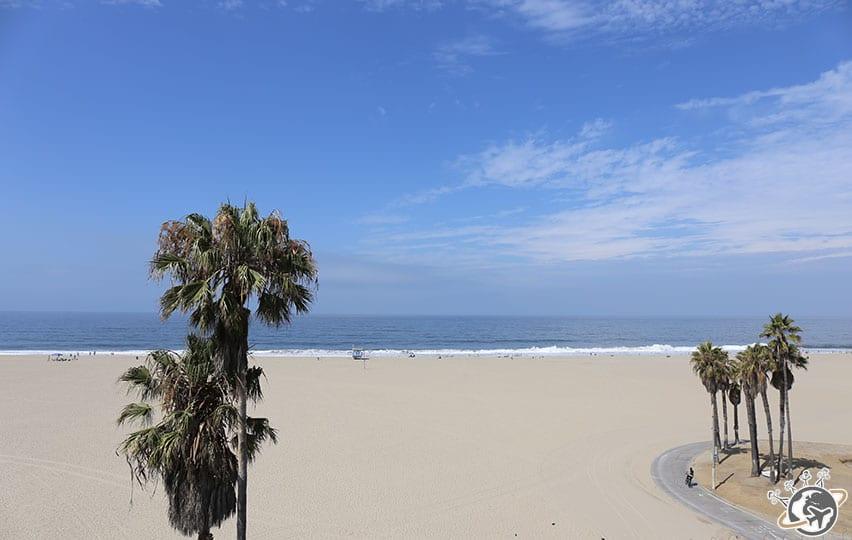 La vue de notre apparthotel le matin à Venice Beach à Los Angeles en Californie