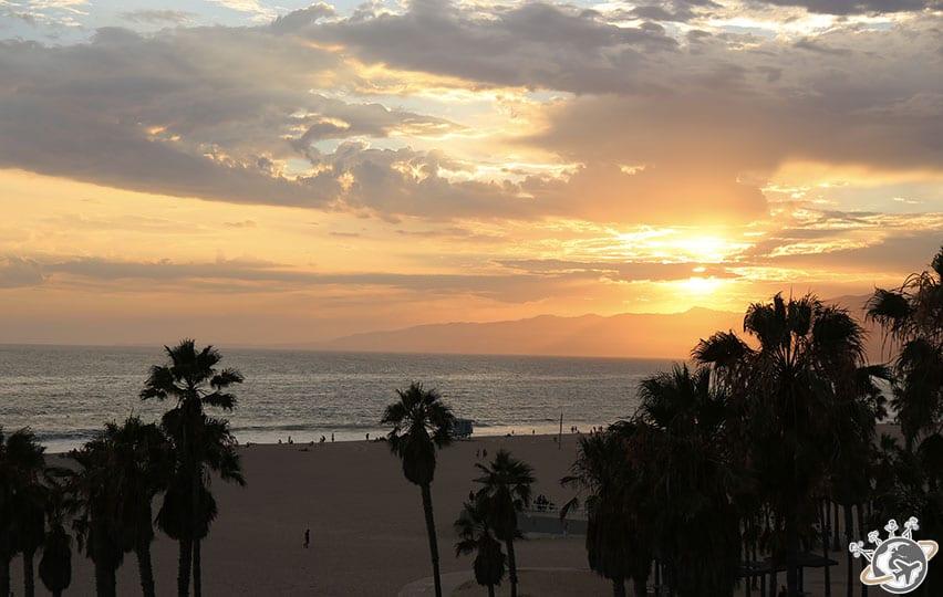 Le coucher de soleil du rooftop à Venice Beach à Los Angeles en Californie
