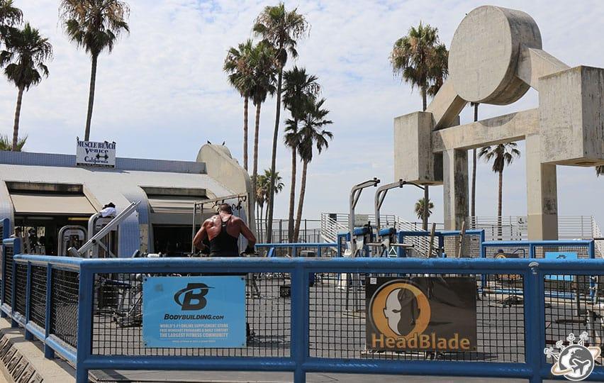 muscle beach à côté du skate park de Venice Beach à Los Angeles en Californie