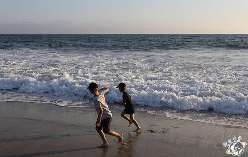 Le jeu préféré des Nains sur la plage en face de notre apparthotel à Venice Beach à Los Angeles en Californie