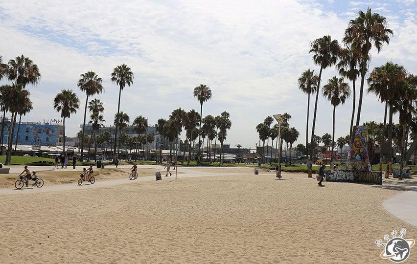 A côté du skate park de Venice Beach à Los Angeles en Californie