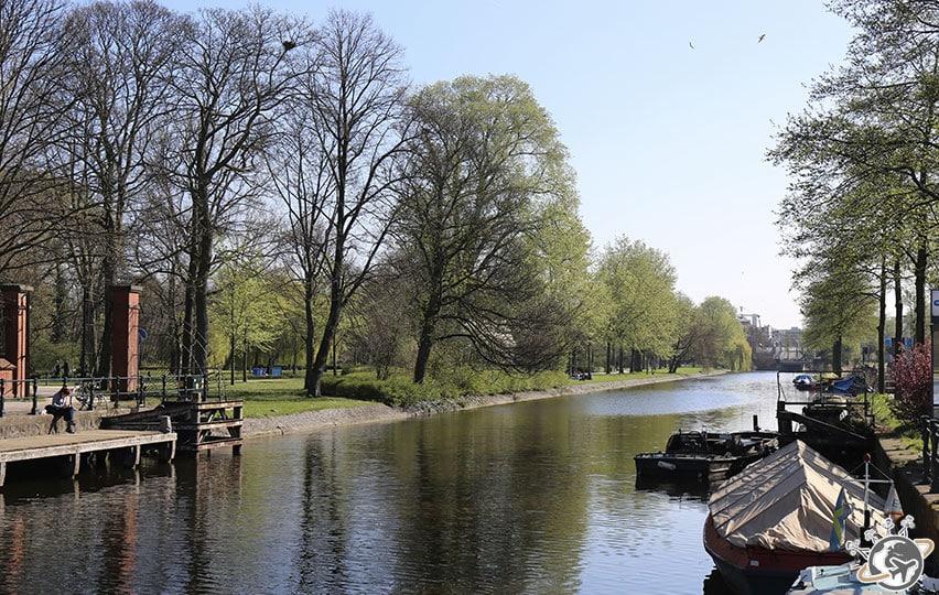 Le canal devant Westerpark, quartier de Westerpark.