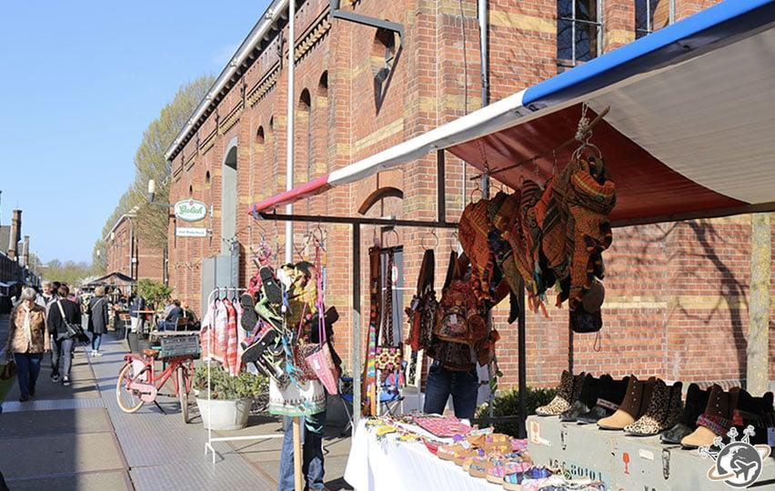 Il y a un marché dans Westerpark.